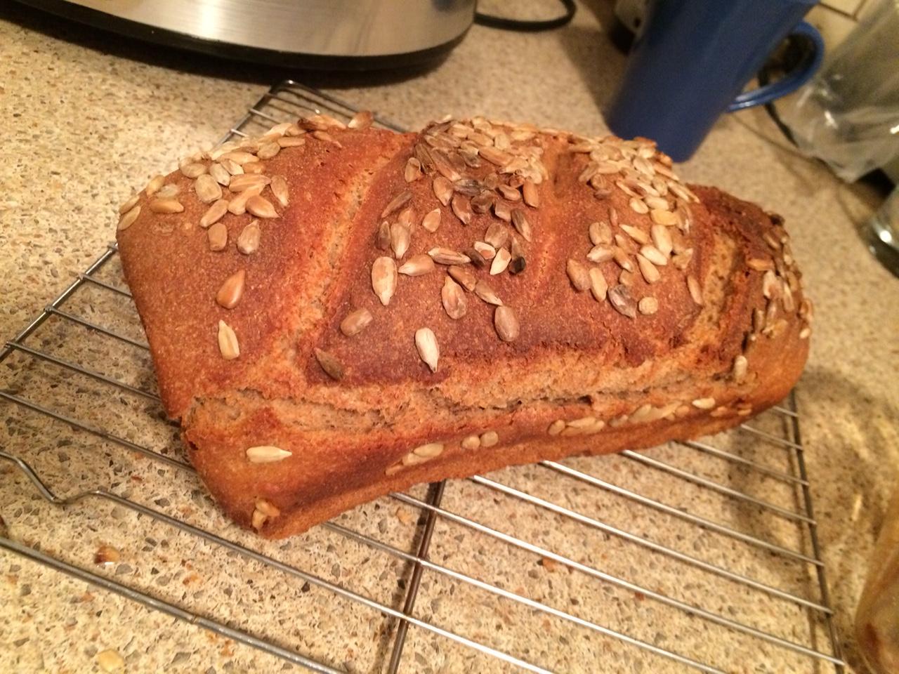 100% -ый цельнозерновой хлеб с семечками
